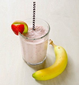 Strawberry-Banana-and-Kiwi-Smoothie-with-Milk-Healthy-Liquidfood