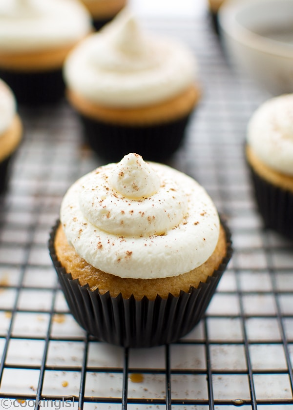 Light-yellow-cake-cupcakes-coffee-syrup-mascarpone-cream