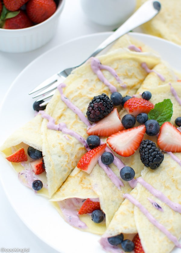 Berry-Cheesecake-Crepes