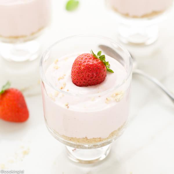 No-Bake-Light-Strawberry-Cheesecake-parfaits