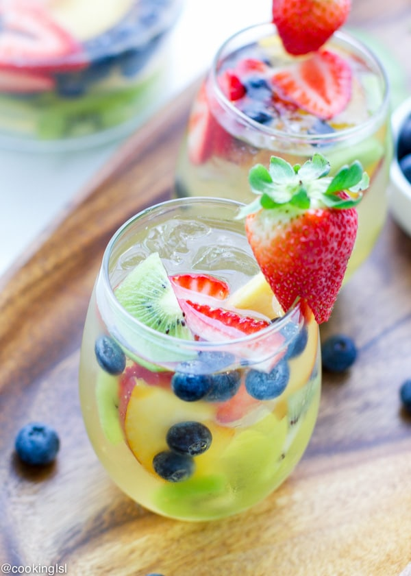 summer-fruity-white-wine-grand-marnier-sangria-recipe-cocktail