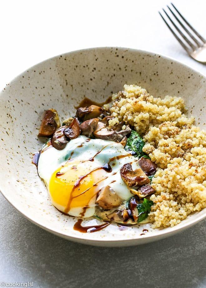 Spinach-mushroom-quinoa-breakfast-bowl