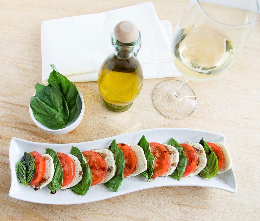 Caprese-Salad-Tomato-Mozzarella-Salad-Basil
