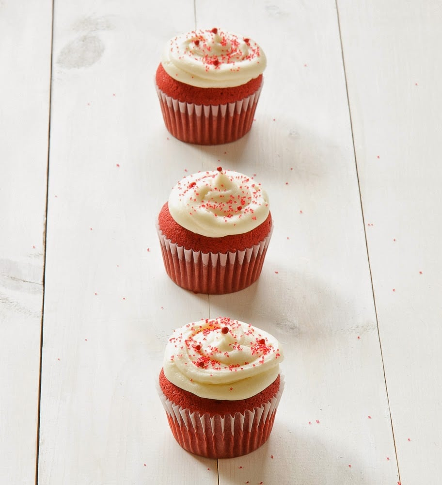 Homemade-Red-Velvet-Cupcakes-With-Cream-Cheese-Frosting-Georgetown-Cupcakes