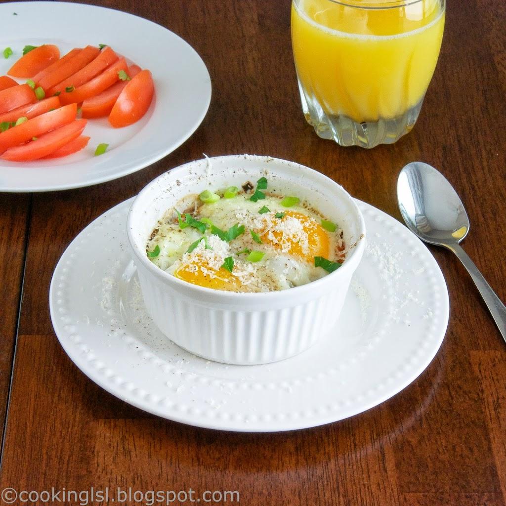 Vegetarian-Baked-Eggs-in-Ramekins-Breakfast-Mushrooms-Peppers-Tomatoes