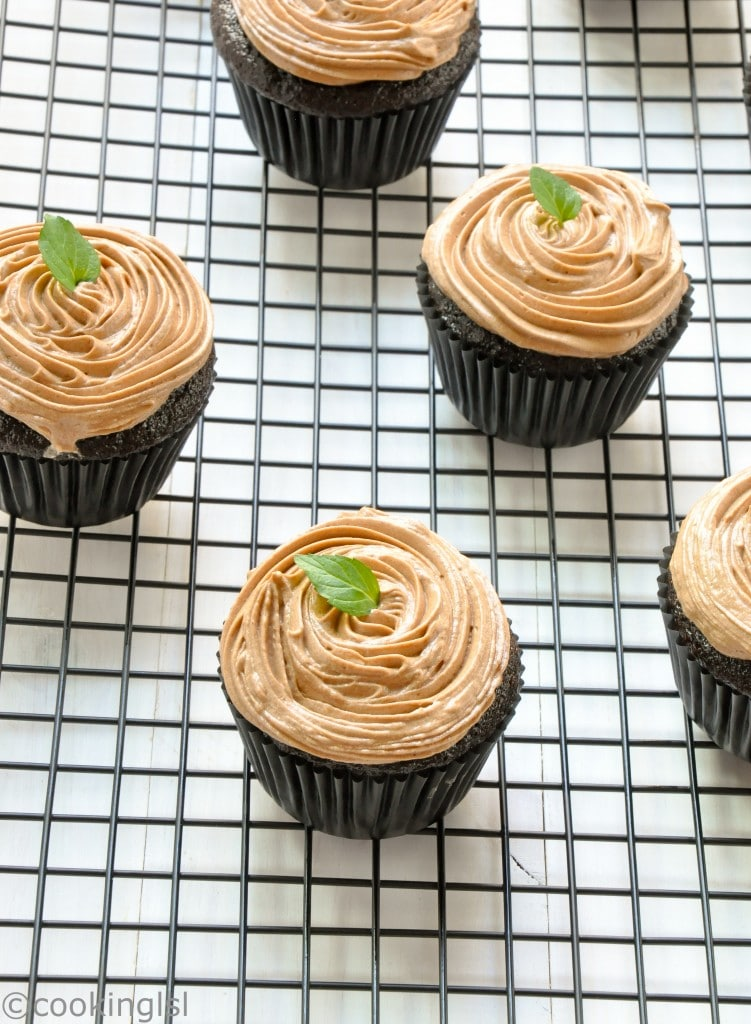 easy-chocolate-cupcakes-eggless-butterless-Prague-frosting