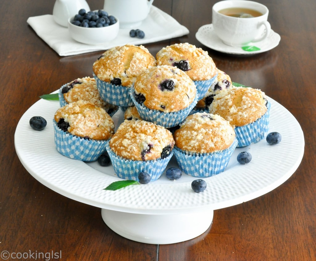 olive-oil-and-yogurt-blueberry-muffins-with-streusel-topping-recipe
