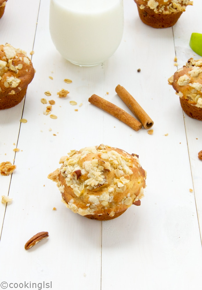 Healthy-Apple-Oat-And-Pecan-Muffins-whole-wheat-streusel-topping