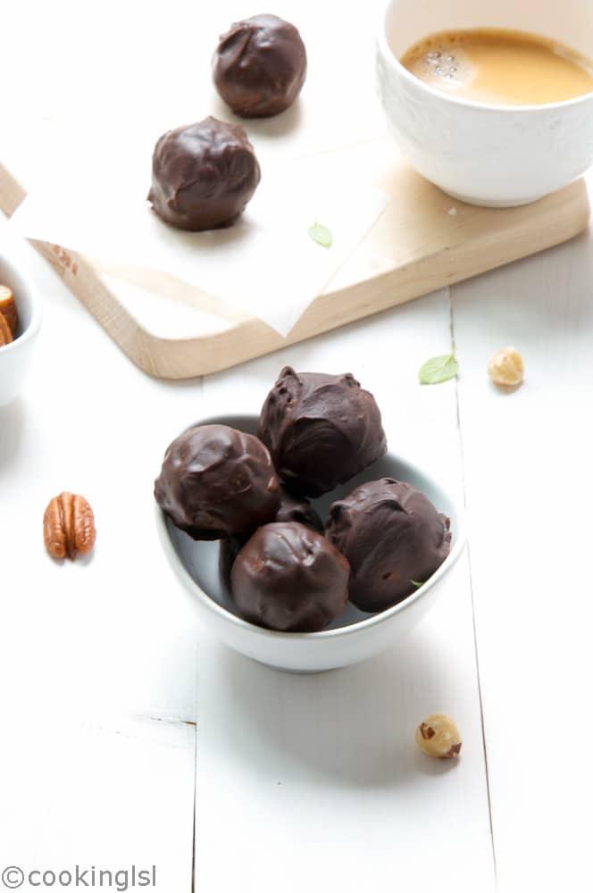 Date-Hazelnut-Chocolate-Truffles-fiber-protein