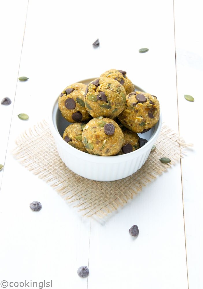 pumpkin-spice-energy-balls-chocolate