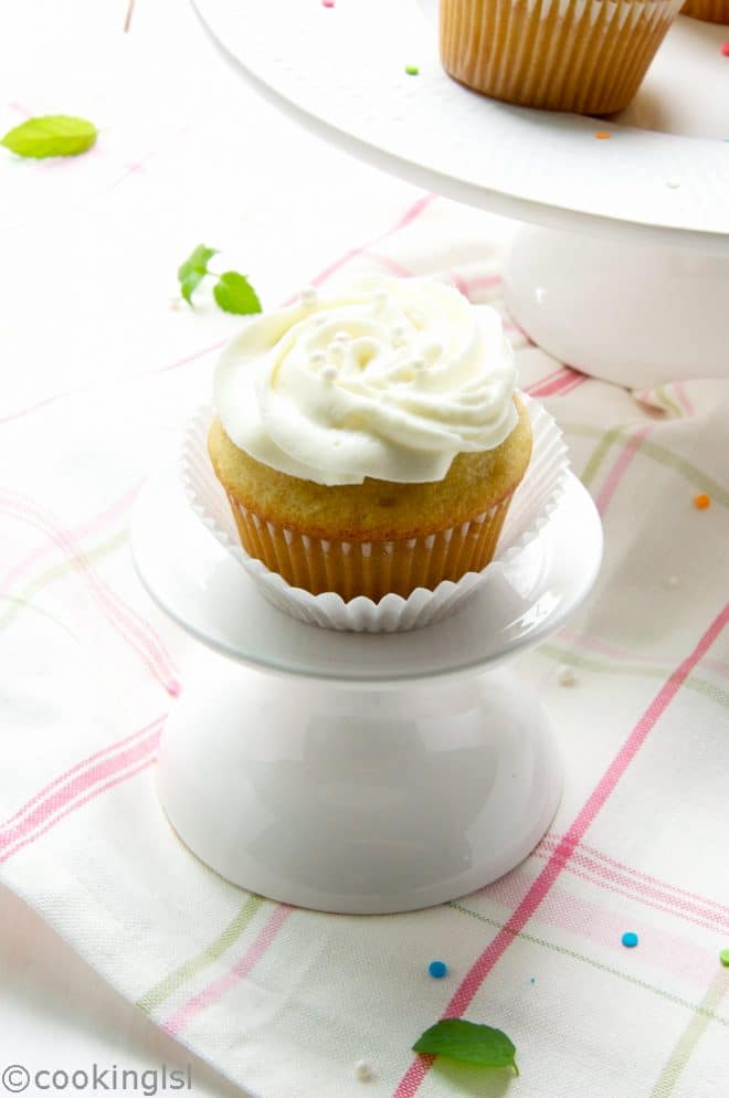 vanilla-buttermilk-cupcakes-cream-cheese-whipped-cream-frosting