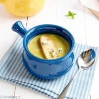 Broccoli-Soup-With-Blue-Cheese-Croutons