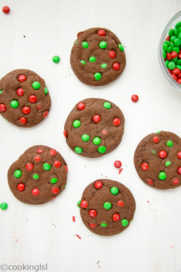 Very easy and festive christmas M&M chocolate cookies
