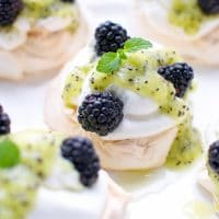 blackberry-kiwi-mini-pavlova