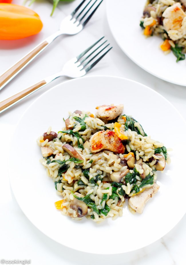 one-pan-chicken-and-rice-spinach-mushrooms-easy-dinner