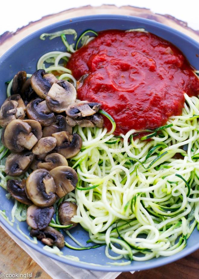 zucchini-noodles-ragu