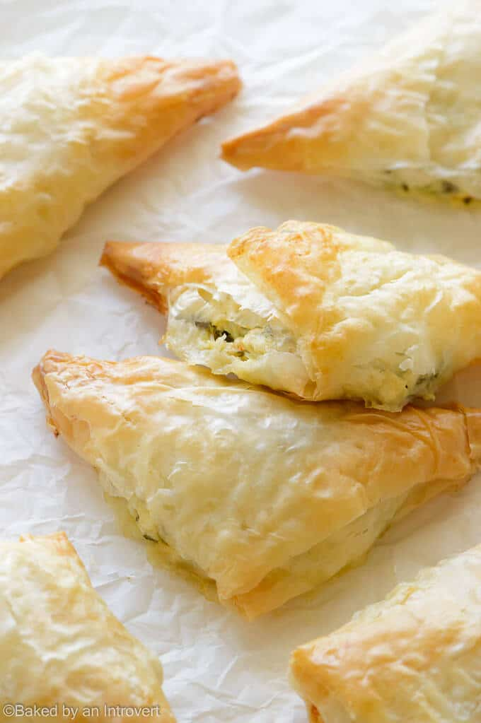 Sun-dried-Tomato-and-Spinach-Phyllo-Pockets-Recipe