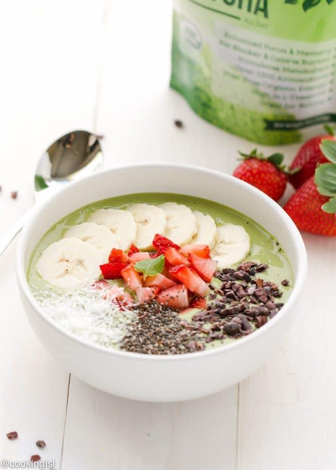 matcha green tea smoothie bowl breakfast