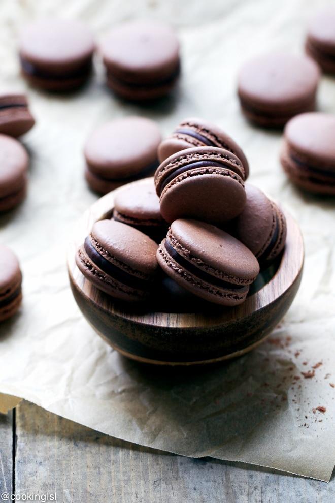 chocolate-macarons-chocolate-peppermint-ganache