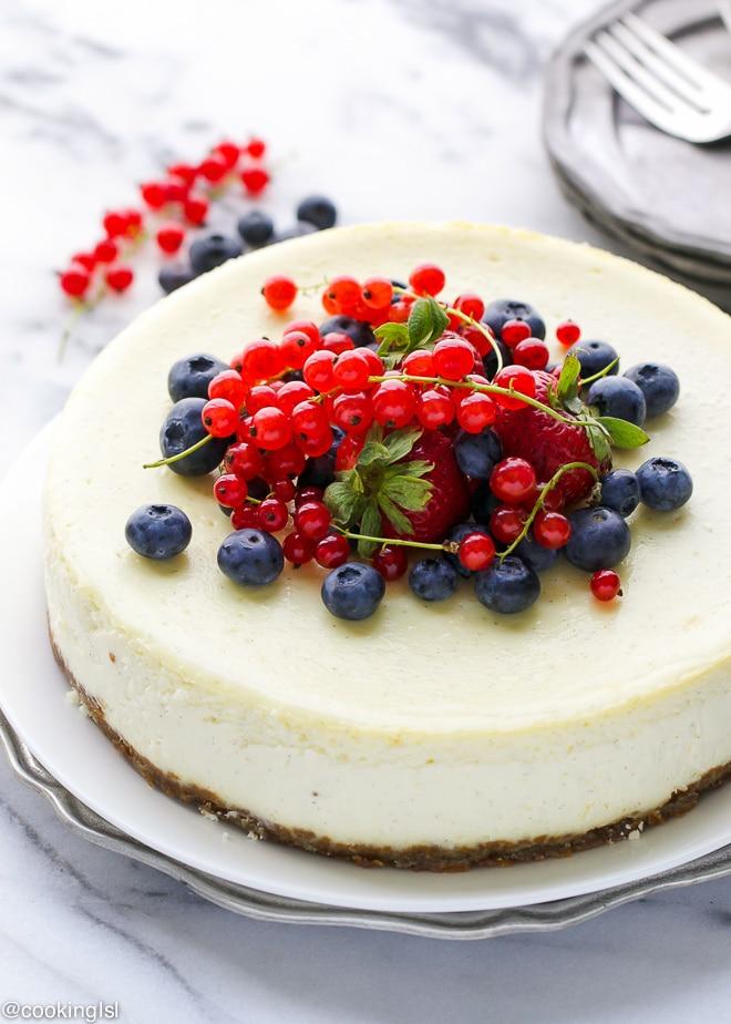 vanilla-bean-cheesecake-biscoff-cookie-crust