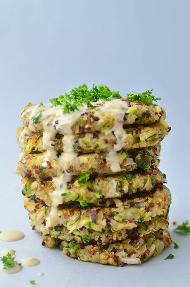 Quinoa cakes with zucchini and sauce