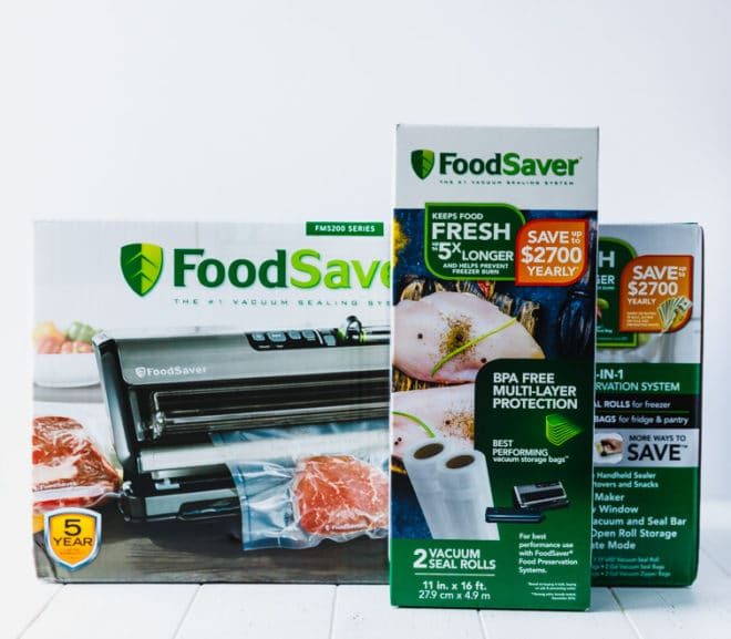 FoodSaver® System with sealing bags