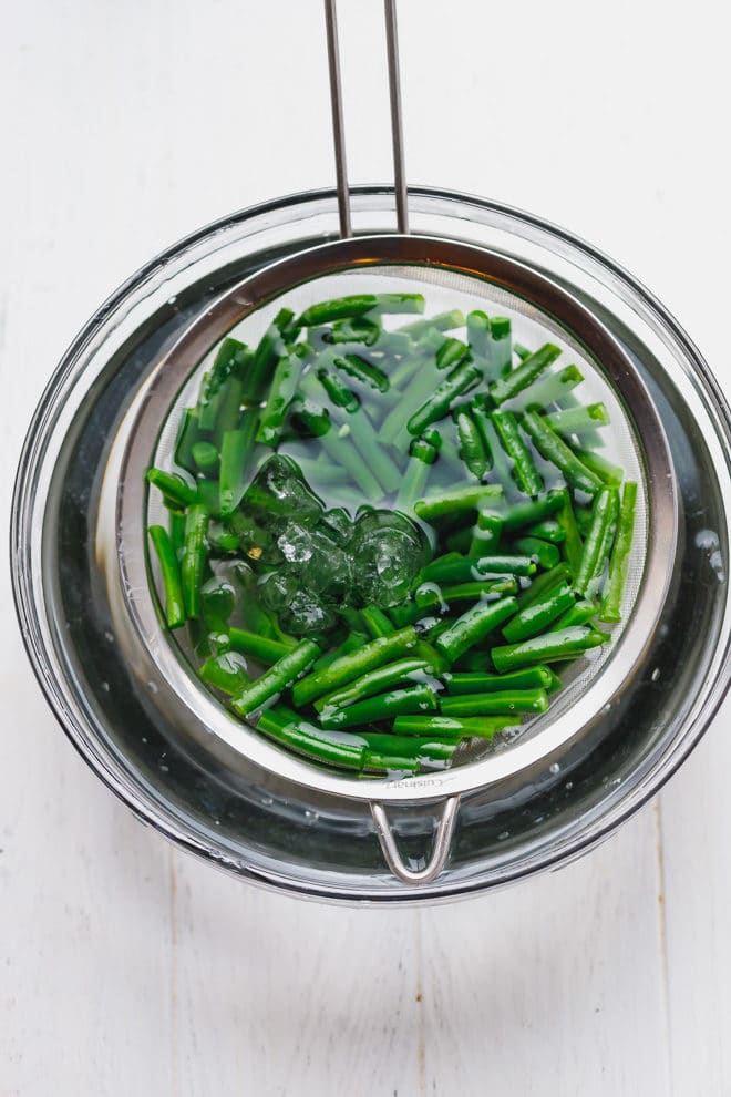 Green beans in a bowl of ice cold water