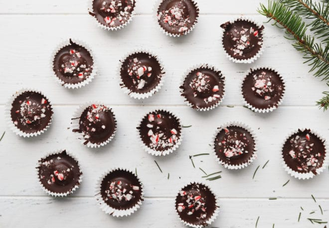 Chocolate cheesecake cups in paper cups