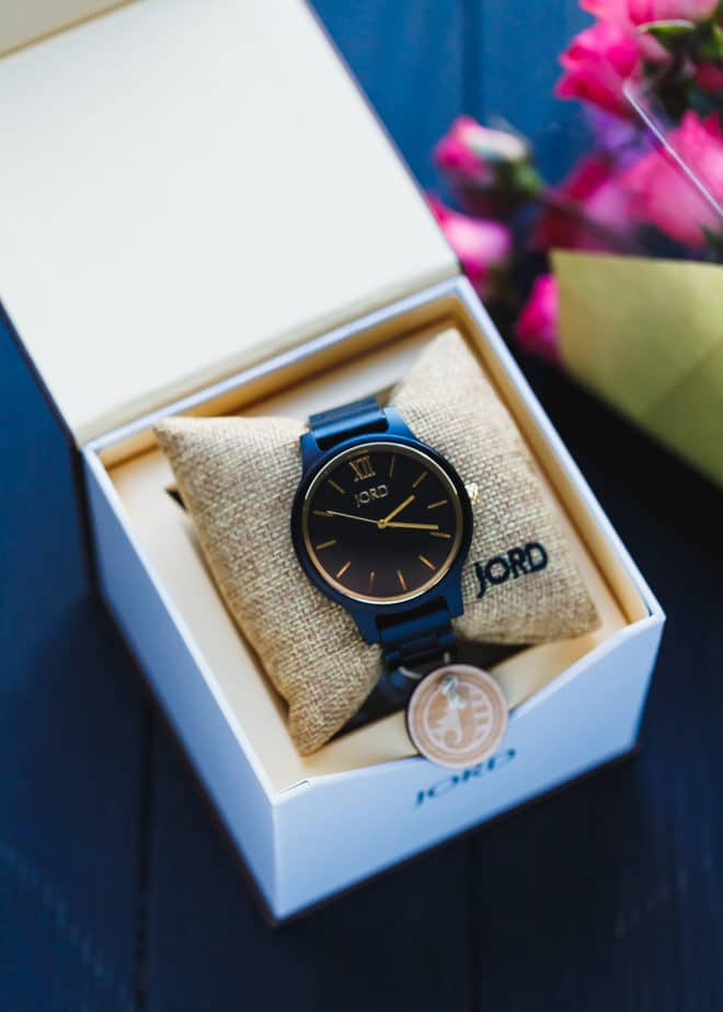 Jord wooden watch in a bow