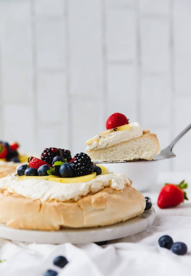 Low-cabr sugar-free Pavlova on a platter