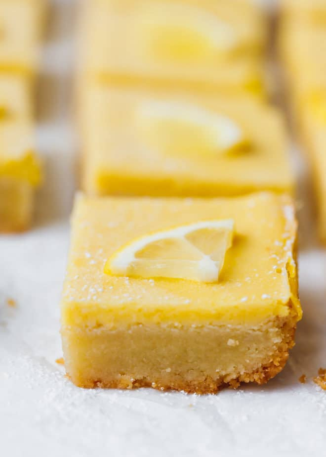 Keto lemon bar with almond crust