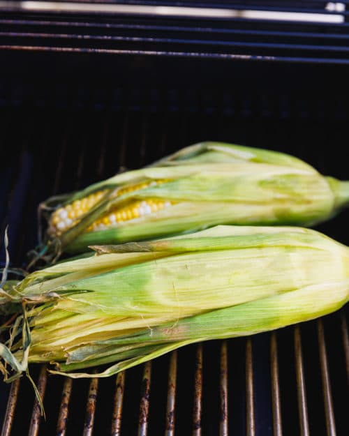 Step by step guide to make grilled corn on the cob with husk