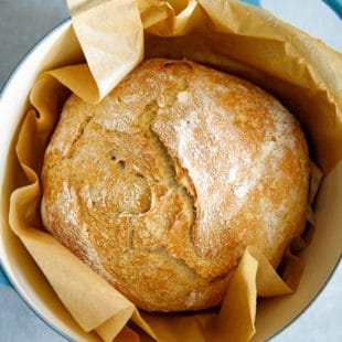 No knead bread in Dutch oven